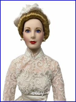 Franklin Mint PRINCESS GRACE 16 Porcelain Doll in Wedding Dress with Bouquet