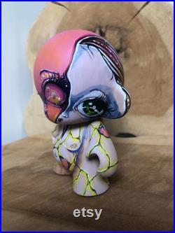 Munny World Alien vinyl figure big eyes hand painted